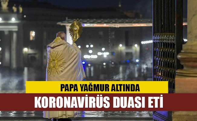 Papa yağmur altında corona virüs duası etti