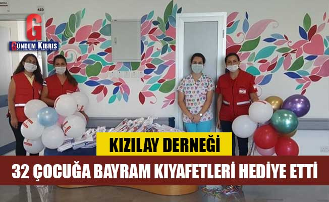 Kızılay Derneği 32 çocuğa bayram kıyafetleri hediye etti